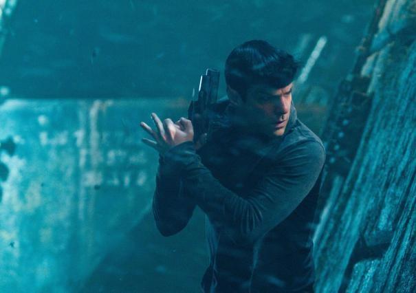 Un primo piano di Zachary Quinto nei panni di Spock in Star Trek Into Darkness