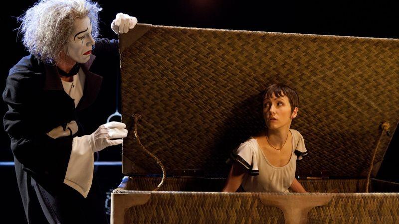 Cirque du Soleil: Mondi lontani 3D, la protagonista Erica Kathleen Linz in una scena