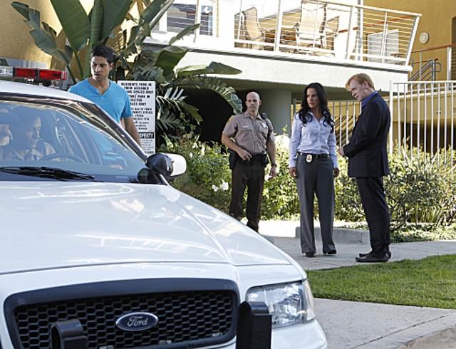 CSI Miami: Adam Rodriguez, Kate del Castillo e David Caruso in una scena dell'episodio Il killer leggendario, della decima stagione
