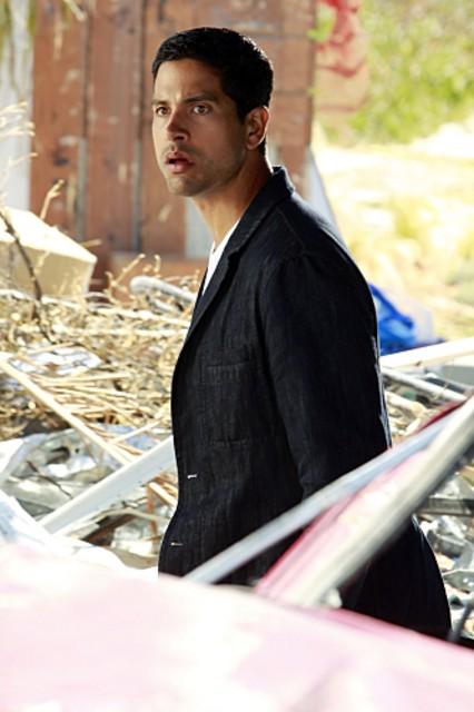 CSI Miami: Adam Rodriquez nell'episodio Spazzati via, della decima stagione