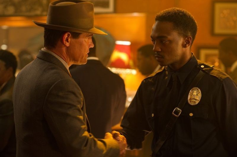Gangster Squad: Josh Brolin e Anthony Mackie in una scena del film