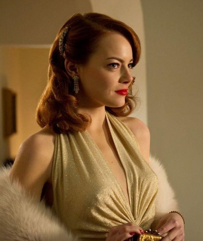Gangster Squad: la bellissima Emma Stone nei panni di Grace Faraday in una scena del film