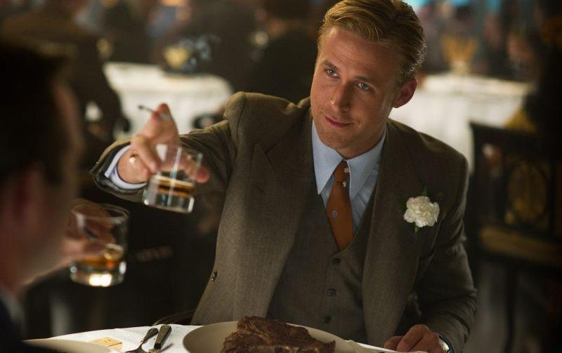 Una bella immagine di Ryan Gosling in una scena di Gangster Squad