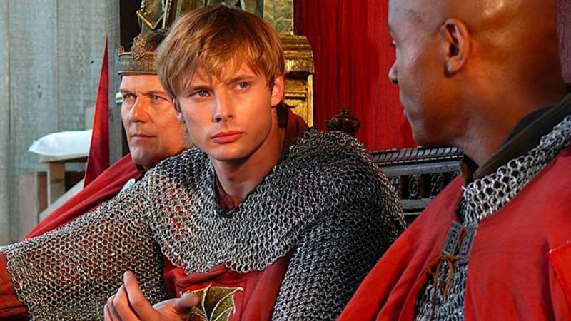 Merlin: Bradley James e Anthony Head in una scena dell'episodio Excalibur, della prima stagione