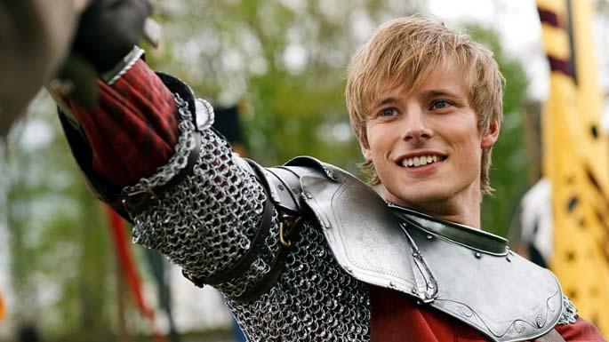 Merlin: Bradley James in una scena dell'episodio La Regina del passato e del futuro, della seconda stagione