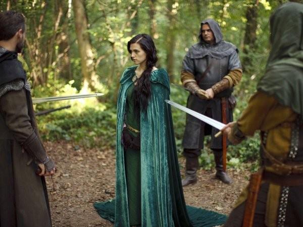 Merlin: Katie McGrath in un momento dell'episodio Uccidere il Re della prima stagione