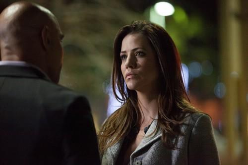 Dallas: Julie Gonzalo in una scena dell'episodio Battle Lines della seconda stagione