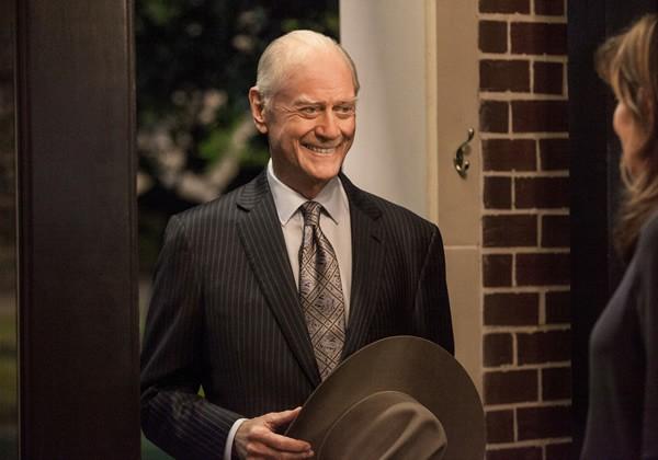 Dallas: Larry Hagman durante una scena dell'episodio Venomous Creatures della seconda stagione