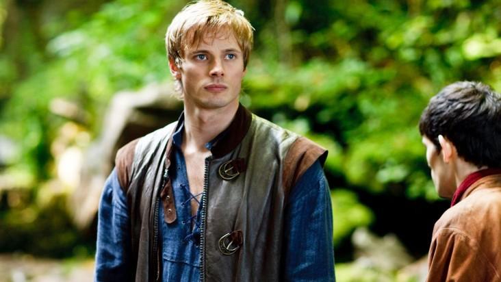 Merlin: Bradley James in una scena dell'episodio L'ultimo signore dei draghi, della seconda stagione