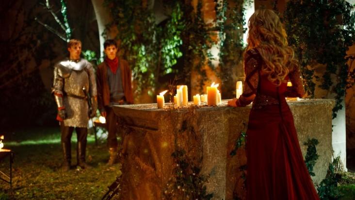 Merlin: Colin Morgan e Bradley James in una scena dell'episodio I peccati del padre, della seconda stagione