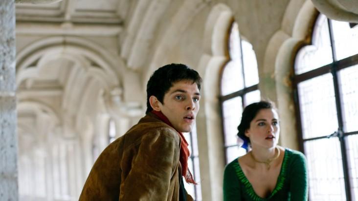 Merlin: Colin Morgan e Katie McGrath in una scena dell'episodio I fuochi di Idirsholas, della seconda stagione