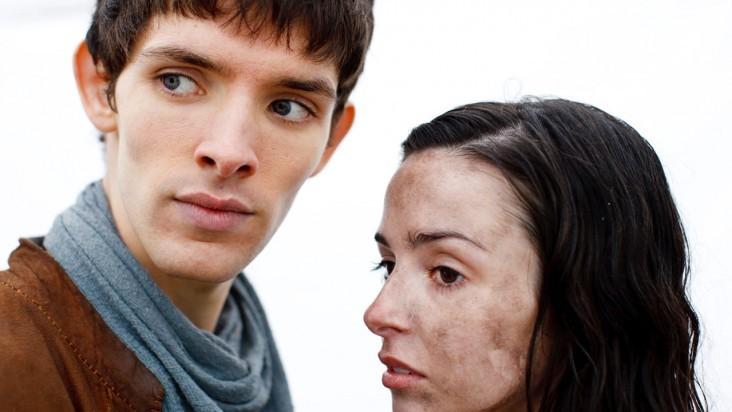 Merlin: Colin Morgan e Laura Donnelly in una scena dell'episodio La dama del lago, della seconda stagione