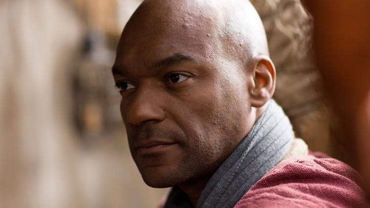 Merlin: Colin Salmon in una scena dell'episodio L'incubo ha inizio, della seconda stagione