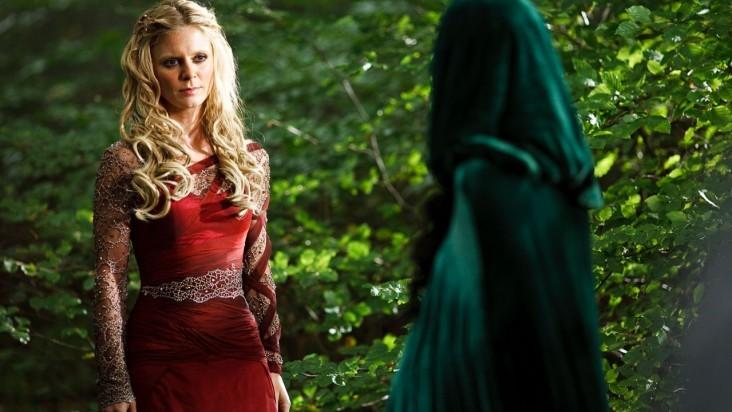 Merlin: Emilia Fox in una scena dell'episodio I fuochi di Idirsholas, della seconda stagione