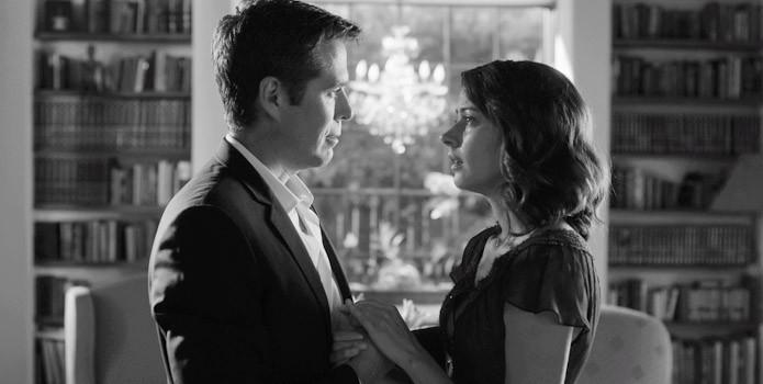 Much Ado About Nothing: i protagonosti Alexis Denisof e Amy Acker in una scena del film