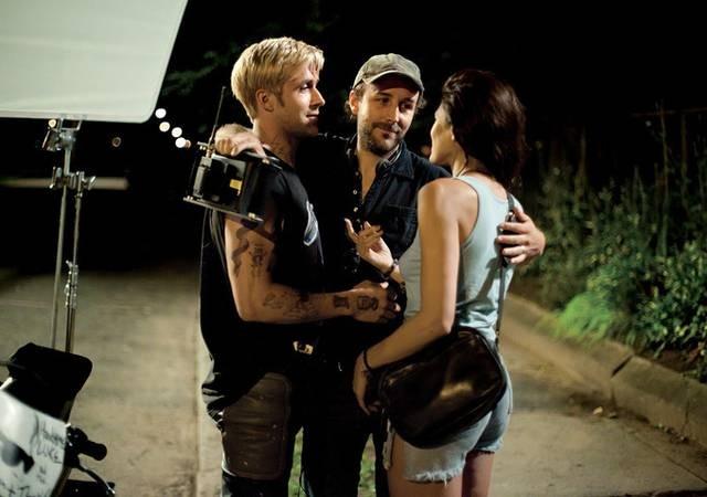 Ryan Gosling con Eva Mendes e il regista Derek Cianfrance sul set di The Place Beyond the Pines