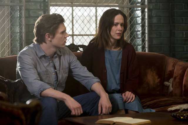 American Horror Story, Asylum - Evan Peters e Sarah Paulson nell'episodio The Name Game