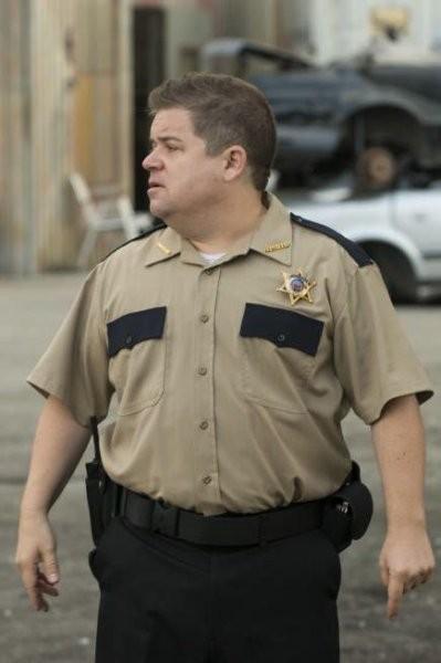 Justified: Patton Oswalt in una scena dell'episodio Hole in the Wall