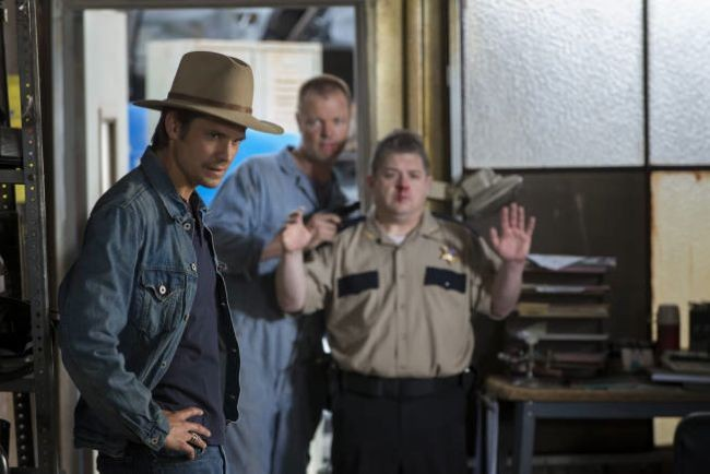 Justified: Timothy Olyphant in una  scena dell'episodio Hole in the Wall