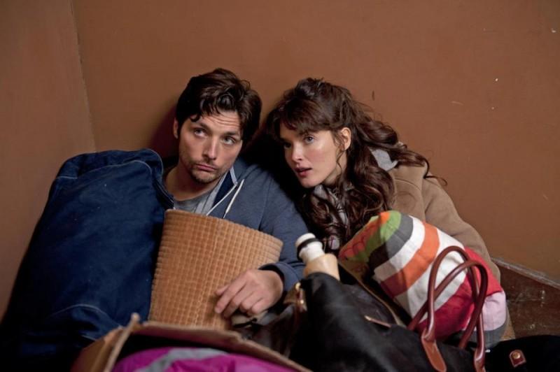 La stratégie de la poussette: Raphaël Personnaz e Charlotte Lebon