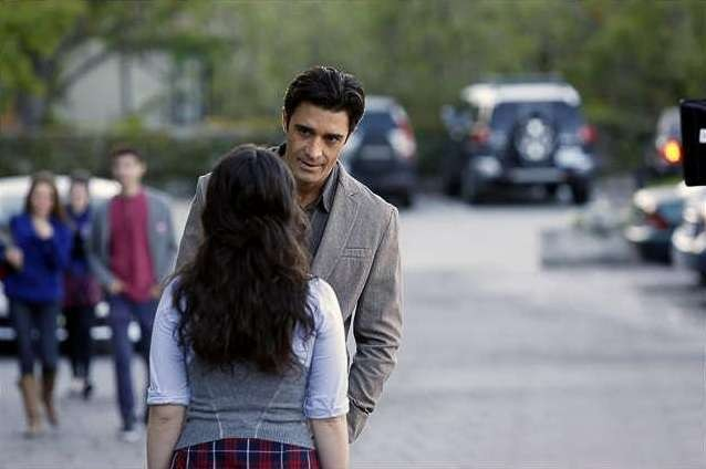 Switched at Birth; Gilles Marini con Vanessa Marano nell'episodio The Door to Freedom, della seconda stagione