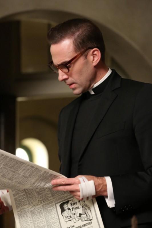 American Horror Story, seconda stagione: Joseph Fiennes nell'episodio numero 11, Spilt Milk