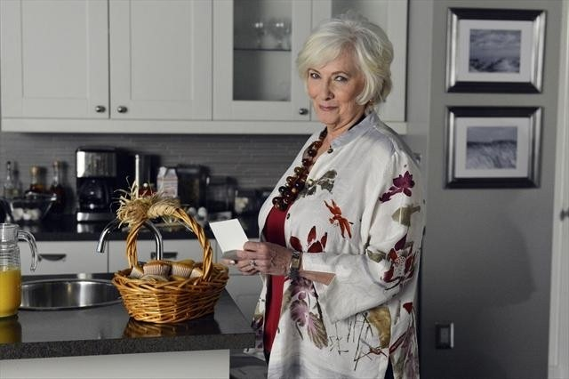 Pretty Little Liars: Betty Buckley nell'episodio She's Better Now