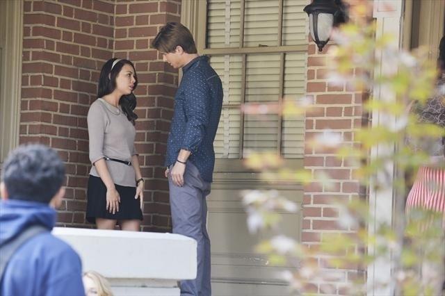 Pretty Little Liars: Janel Parrish e Drew Van Acker nell'episodio She's Better Now