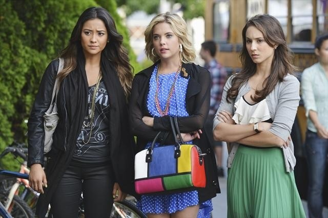 Pretty Little Liars: Troian Bellisario, Ashley Benson e Shay Mitchell nell'episodio She's Better Now