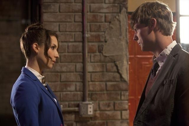 Pretty Little Liars: Troian Bellisario e Brandon Jones nell'episodio Mona-Mania