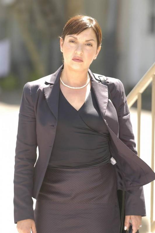 Tradimento fatale: Elizabeth Peña interpreta Clara Harris, una signora texana che uccise suo marito nel 2002