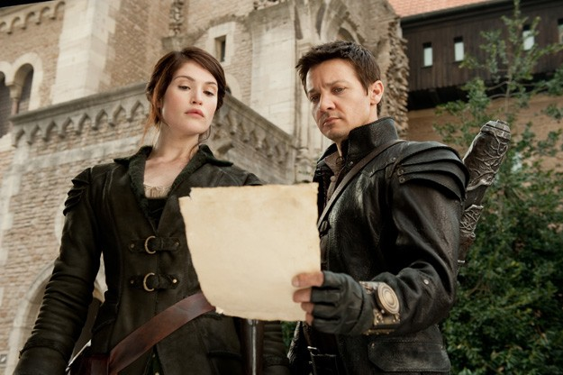 Gemma Arterton e Jeremy Renner impegnati nella caccia alle streghe in Hansel and Gretel: Witch Hunters