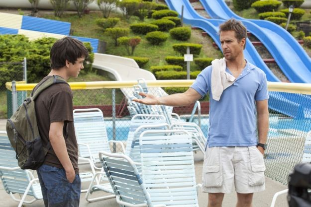 Sam Rockwell e il suo giovane co-protagonista in una scena di The Way, Way Back
