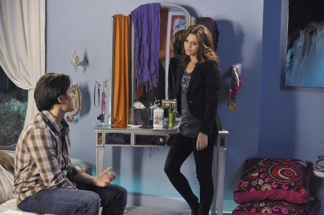 The Lying Game: Blair Redford e Alexandra Chando in una scena dell'episodio Dead Man Talking