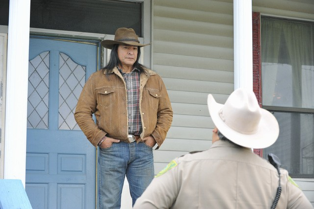 The Lying Game: Gil Birmingham nell'episodio Reservation For Two