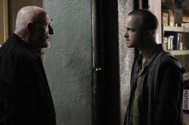 Breaking Bad: Aaron Paul e Jonathan Banks nell'episodio Fifty-One