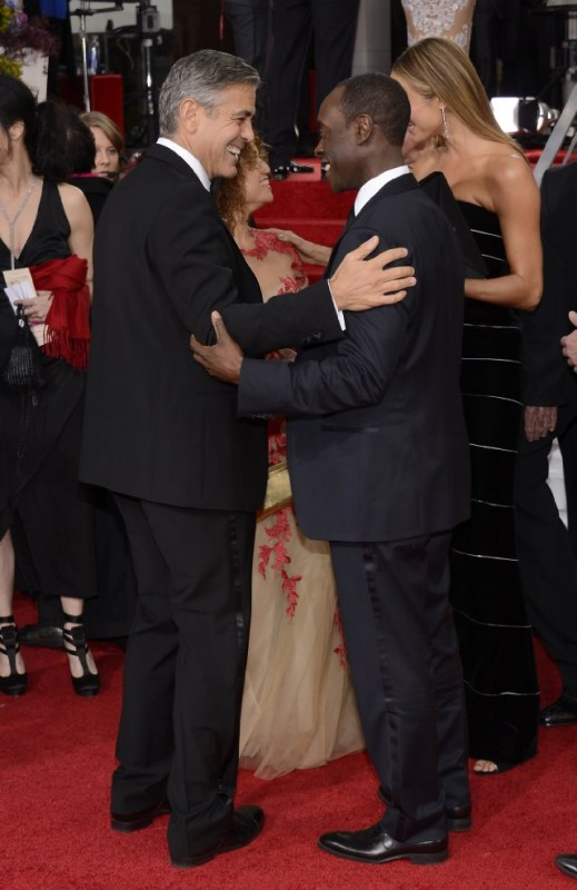 George Clooney e Don Cheadle sul red carpet dei Golden Globes 2013