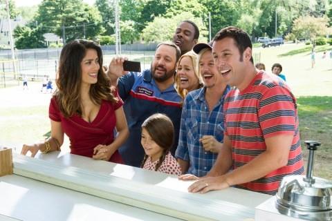 Grown Ups 2: Salma Hayek, Adam Sandler Chris Rock e il resto del cast in una divertente immagine