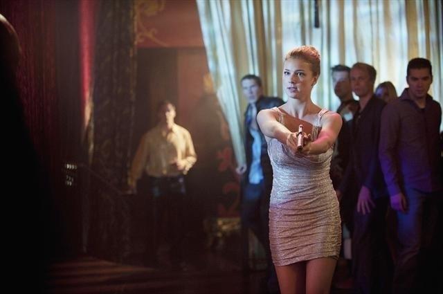 Revenge: Emily VanCamp in una scena dell'episodio Lineage della seconda stagione della serie
