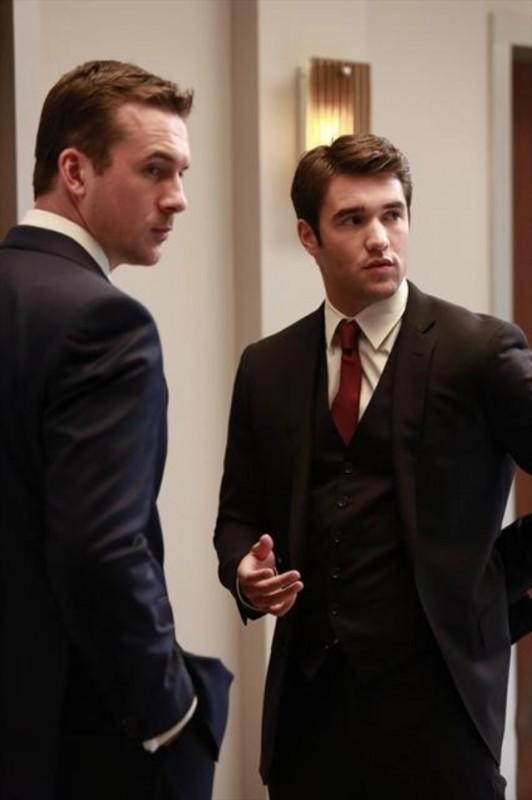 Revenge: Josh Bowman e Barry Sloane nell'episodio Revelations della seconda stagione della serie
