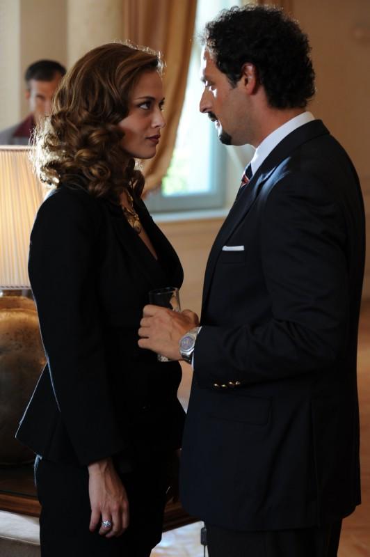 Il clan dei camorristi: Fabio Troiano e Valeria Bilello in una scena della fiction Mediaset