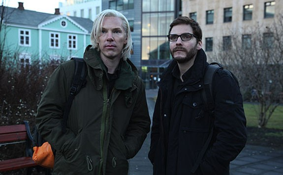 The Fifth Estate: Benedict Cumberbatch e Daniel Bruhl nella prima immagine del film