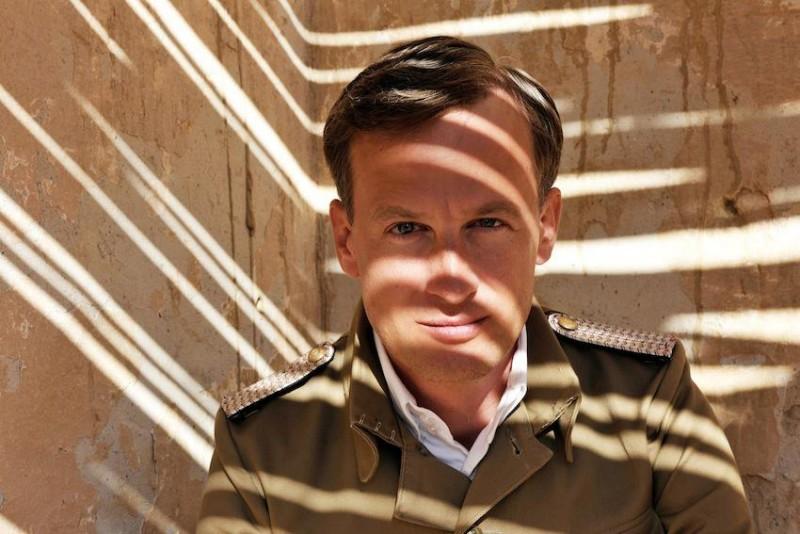 Jan Henrik Stahlberg interpreta Friedrich von Schulau nel dramma Die Männer der Emden