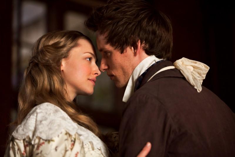 Les Misérables: Amanda Seyfried ed Eddie Redmayne interpretano Cosette e Marius