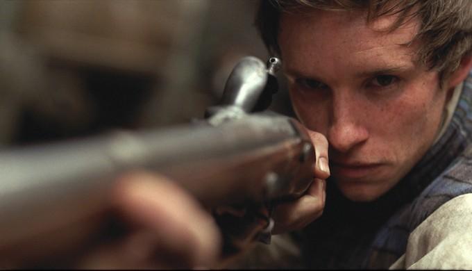 un primo piano di Eddie Redmayne in Les Misérables
