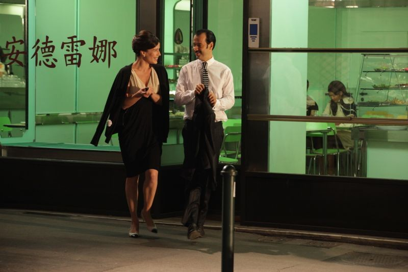 Studio illegale: Fabio Volo con Zoé Félix in una scena del film nei panni di due avvocati avversari che si innamorano
