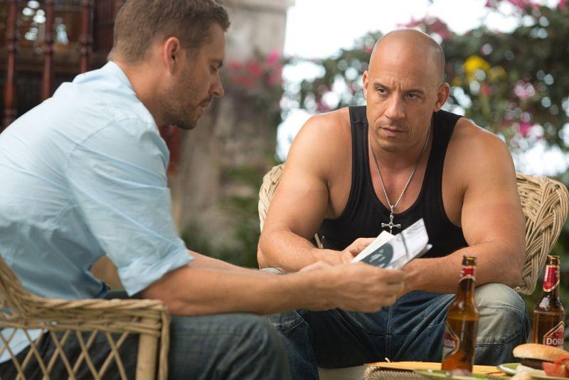 Vin Diesel insieme a Paul Walker in un'immagine di Fast & Furious 6