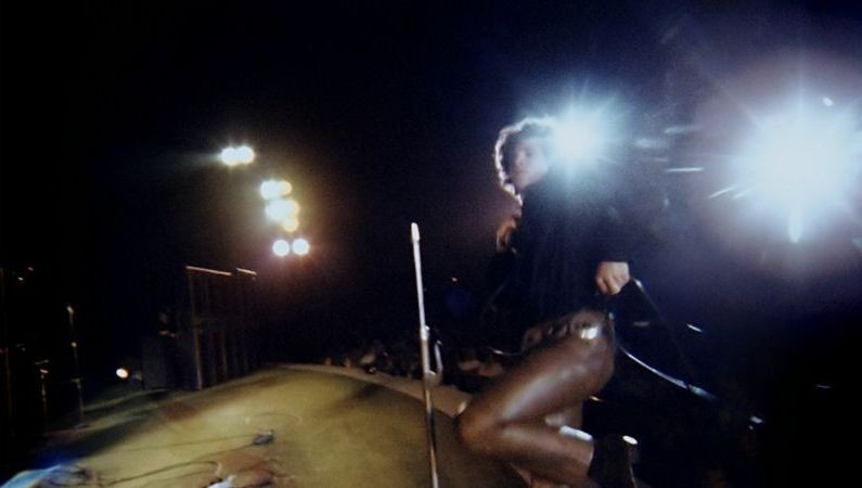 The Doors: Live at the Bowl '68 - Jim Morrison balla durante il concerto