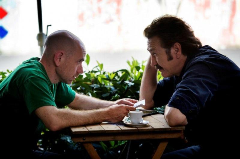 Tutti contro tutti: Rolando Ravello con Marco Giallini in una scena del film