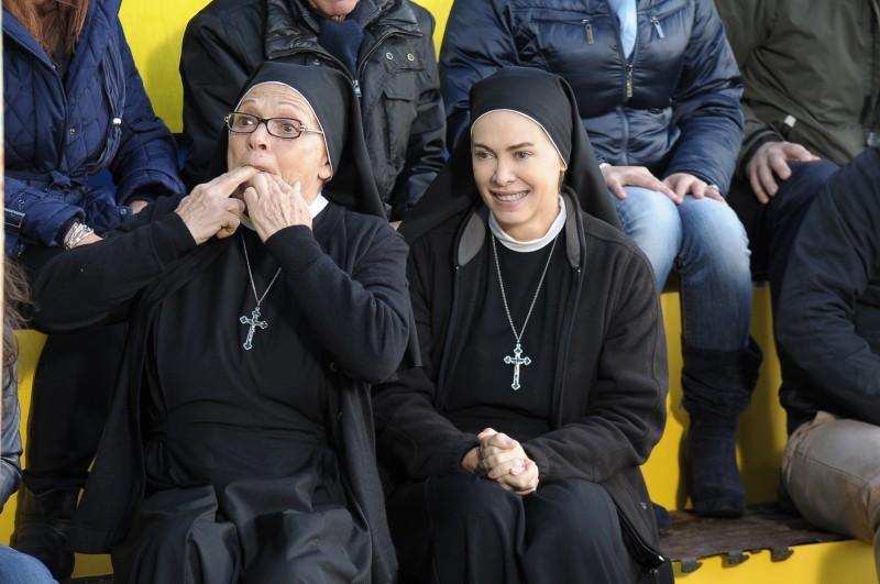 Che Dio ci aiuti 2: Elena Sofia Ricci e Valeria Fabrizi in una scena della fiction